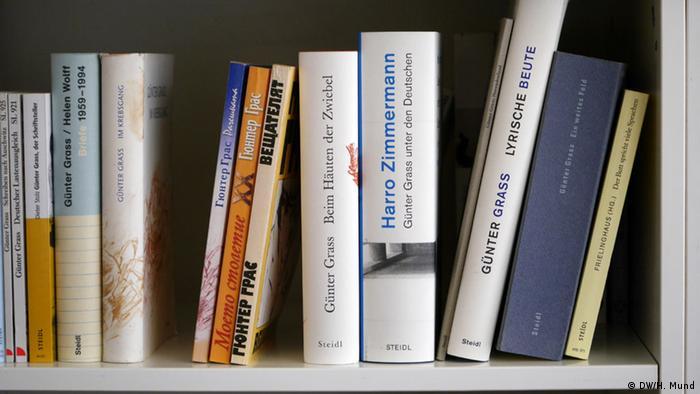 Твори Ґрасса перекладені багатьма мовами (на фото - кілька перекладів болгарською)