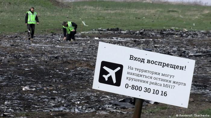 Поисковые работы на месте авиакатастрофы MH17