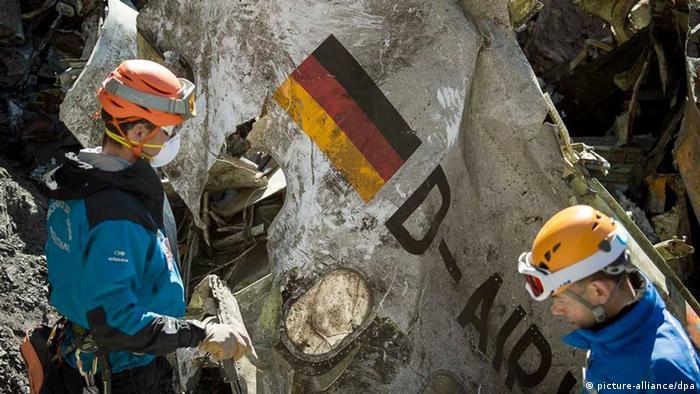Absturz Germanwings-Maschine/Trümmerteile (picture-alliance/dpa)