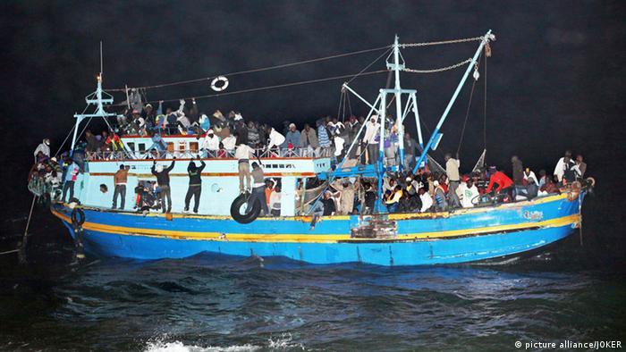Symbolbild Flüchtlingsboot vor Lampedusa