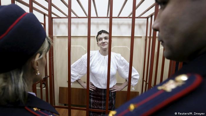 Ukrainische Pilotin Sawtschenko vor Gericht in Moskau (Foto: REUTERS/Maxim Zmeyev)