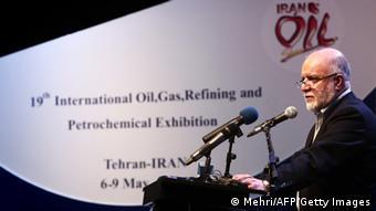 وزیر نفت: میزان صادرات نفت و میعانات گازی ایران از مرز ۲ میلیون بشکه در روز گذشت.