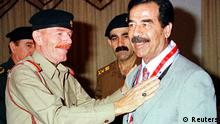 أرشيف: عزة الدوري مع الرئيس العراقي الأسبق صدام حسين
