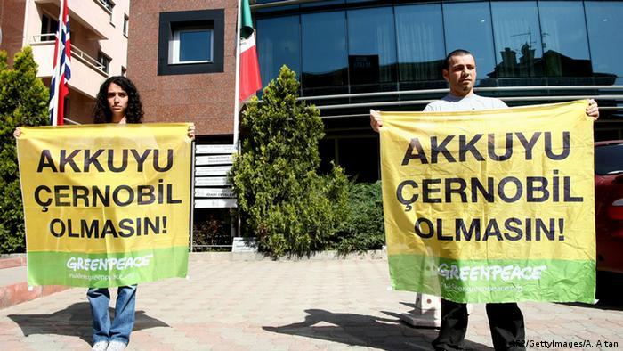 Активисты экологической организации «Гринпис»протестуют против строительства АЭС Аккую