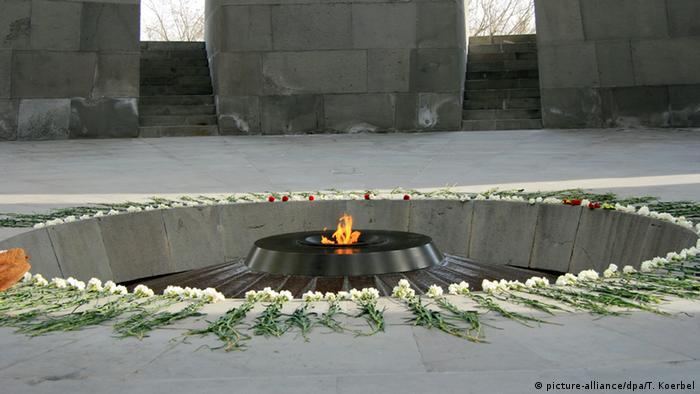 Monumento al genocidio contra los armenios, en Ereván, Armenia.