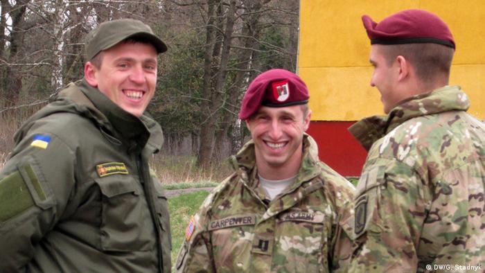 Мовний бар'єр не заважає - американські та українські військові спілкуються під час навчань