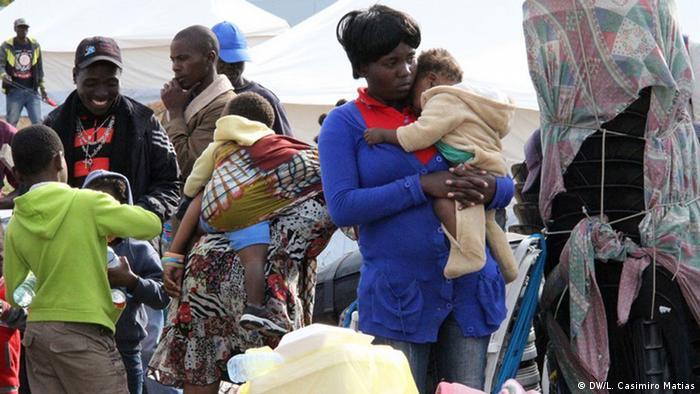 Mosambik Maputo Protest gegen Fremdenfeindlichkeit (DW/L. Casimiro Matias)