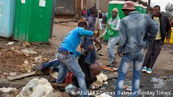 Scène de violence à l'encontre des étrangers au township d'Alexandra