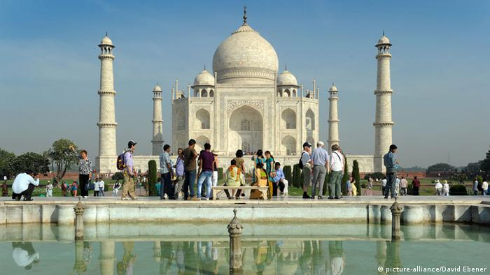 India to give tourists free SIM cards