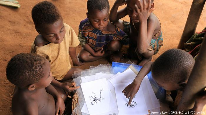 Photo: A group of children with photographs (Source: Longa/ Congo)