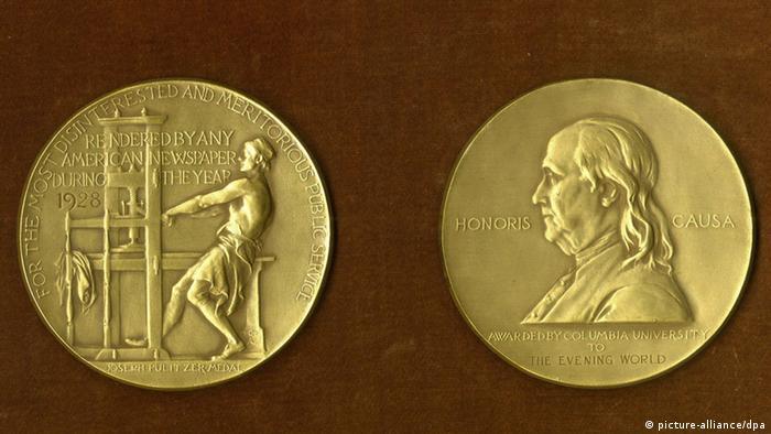 Die Goldmedaille des Pulitzer-Preises (Foto: dpa)