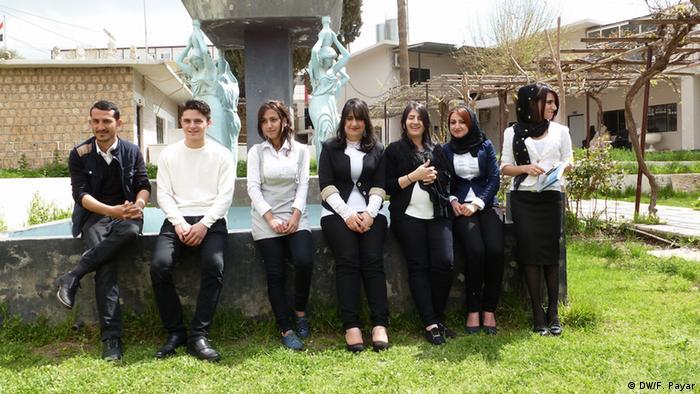 دانشآموزان یک دبیرستان حرفهای