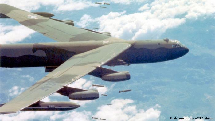 Bildergalerie Vietnam US-amerikanischer B52-Bomber (picture alliance/CPA Media)