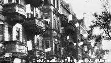 Berlin 1945 Weiße Fahnen Straßenzug Kapitulation