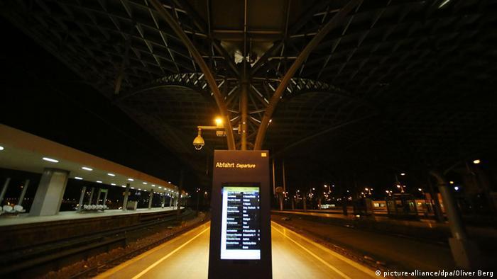 Bahnhof Hamburg Köln Nachts GDL