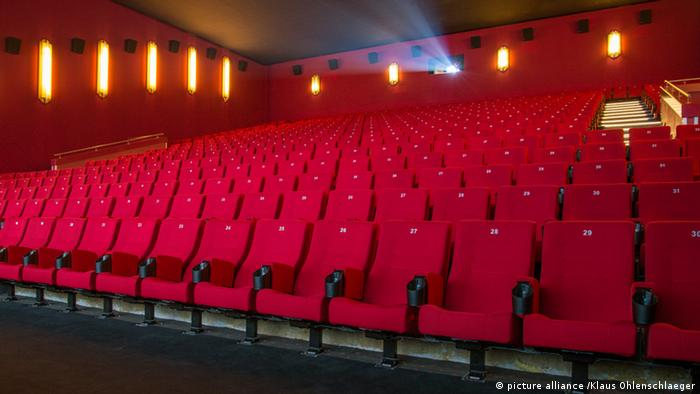 Empty cinema, Copyright: picture alliance /Klaus Ohlenschlaeger