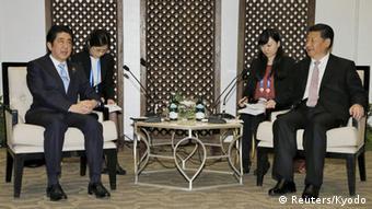 Japan China Shinzo Abe mit Xi Jinping Asien Afrika Konferenz 2015 in Jakarta