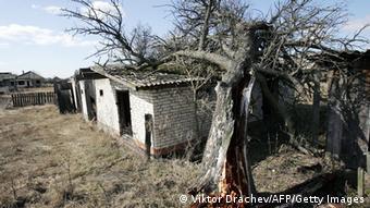 Пустующие здания в отселенной деревне в Чернобыльской зоне