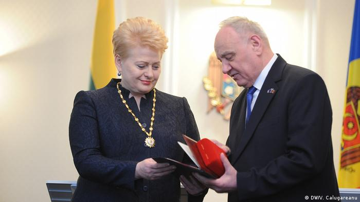"Dalia Grybauskaite a primit de la Nicolae Timofti ""Ordinul Republicii"""