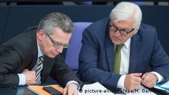 Berlin Bundestagsdebatte zur Flüchtlingskatastrophe Maiziere Steinmeier
