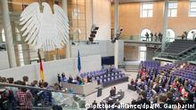 Berlin Bundestag Penum Schweigeminute Flüchtlingskatastrophe