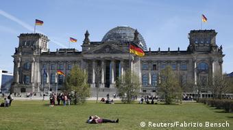 Το καλοκαίρι, πιθανότατα, η ψηφοφορία στη γερμανική βουλή για τις ελαφρύνσεις
