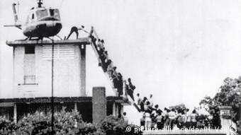 Οι Αμερικανοί γνωρίζουν τις εικόνες των τελευταίων ελικοπτέρων που απογειώνονται από την ταράτσα της αμερικανικής πρεσβείας στη Σαϊγκόν το 1975