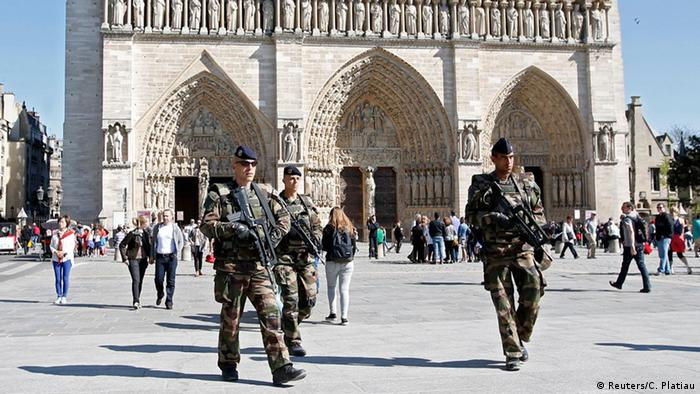 Frankreich Paris Notre Dame Kirche Sicherheitsmaßnahmen