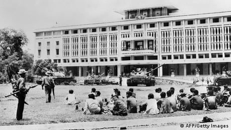 Bildergalerie Vietnam Vietkong-Panzer vor Präsidentenpalast in Saigon 1975