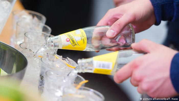 Tonic Water von Schweppes (picture-alliance/dpa/T. Hase)