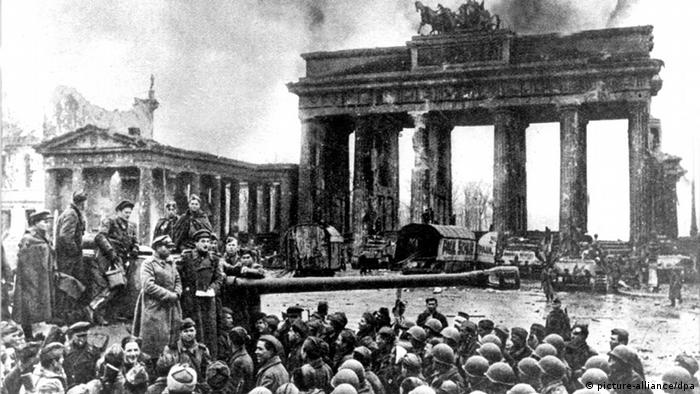 Soviet soldiers arrive in Berlin at the end of World War II