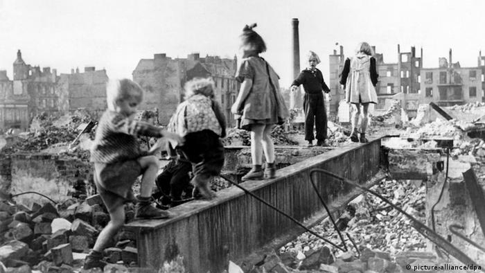 Zweiter Weltkrieg, Kriegskinder (picture-alliance/dpa)