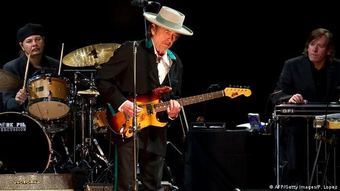 Боб Дилан на концерте в Китае, 2011 год