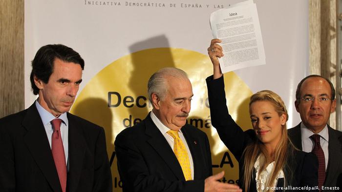 De der. a izquierda: Felipe Calderón (México), Lilian Tintori (Venezuela), Andrés Pastrana (Colombia) y José Ma Aznar (España). Aquí, durante la Cumbre de las Américas, en Ciudad de Panamá el 9 de abril de 2015.