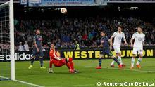 Napoli's Dries Mertens (C) scores against VfL Wolfsburg during their Europa League quarter-final second leg soccer match at San Paolo stadium in Naples April 23, 2015. REUTERS/Ciro De Luca