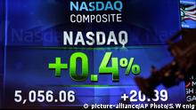 23.04.2015 *** Market data is displayed on the screens at the Nasdaq MarketSite in New York, Thursday, April 23, 2015. The Nasdaq composite has closed at a record high for the first time since the dot-com bubble of 2000. (AP Photo/Seth Wenig)