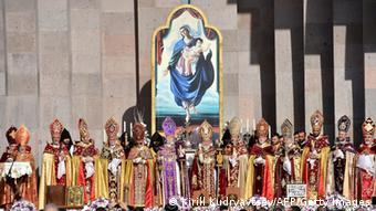 Armenien Völkermord Messe in einer Kirche in Eriwan