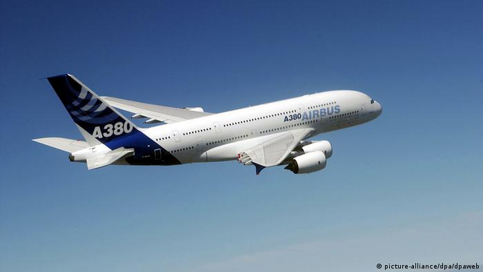 Airbus A380 bei Erstflug über Toulouse (Foto: dpa)