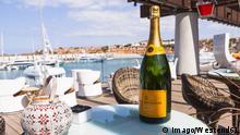 Spain, Mallorca, Champagne in luxury marina of Port Adriano PUBLICATIONxINxGERxSUIxAUTxHUNxONLY AM000335 Spain Mallorca Champagne in Luxury Marina of Port Adriano PUBLICATIONxINxGERxSUIxAUTxHUNxONLY AM000335