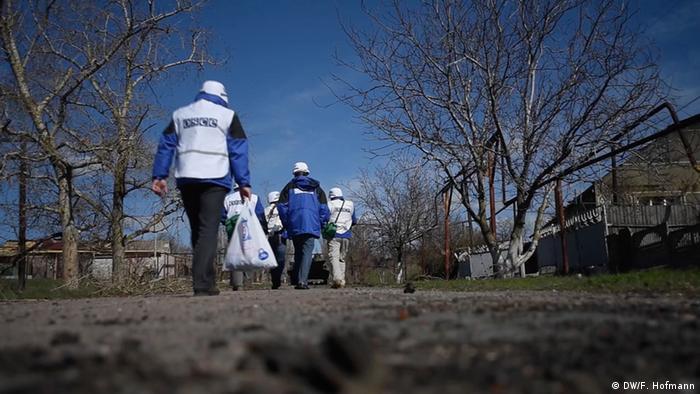 OSZE-Beobachter in der Ukraine (Foto: DW)