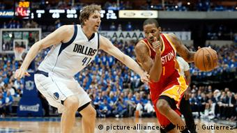 USA Basketball NBA Dallas Mavericks vs. Houston Rockets Dirk Nowitzki (picture-alliance/AP Photo/T. Gutierrez)