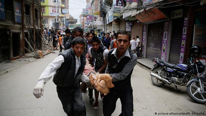 Transport eines Verletzten (Foto: dpa)