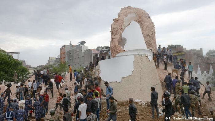 Вежа Дхарахара після землетрусу
