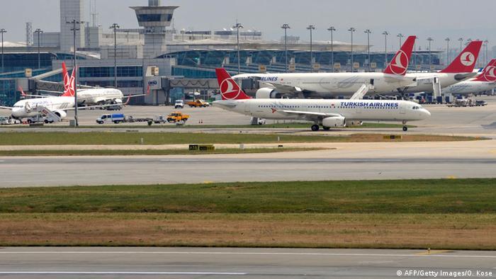 Türkei Flughafen Istanbul-Atatürk Flugzeuge der Turkish Airlines