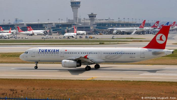 Türkei Flughafen Istanbul-Atatürk Flugzeuge der Turkish Airlines (AFP/Getty Images/O. Kose)