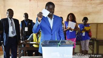 Gnassingbé bei der Stimmabgabe (Foto: Getty)