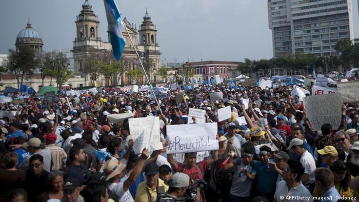 Protestas multitudinarias en Ciudad de Guatemala.