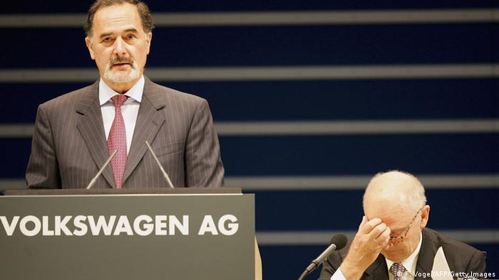 Ferdinand Piech and Bernd Pischetsrieder at a VW annual general meeting in Hamburg in 2006