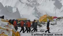 Nepal Himalaya Rettungsaktion nach Lawinenunglück am Mount Everest