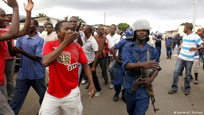 Proteste gegen Präsident Pierre Nkurunziza in Burundi (Foto: Reuters/T. Mukoya)